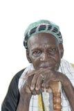 Vieil homme africain portant l'habillement traditionnel, isolant Images libres de droits