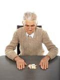 Vieil homme avec des pilules Image stock