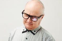 Vieil homme avec du charme songeur Image stock