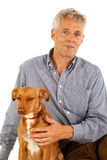 Vieil homme avec le crabot Photographie stock libre de droits