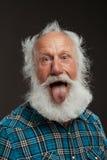 Vieil homme avec un grand sourire de long wiith de barbe Image stock
