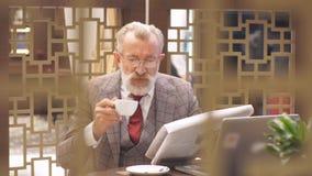 Vieil homme d'affaires Home Office Concept clips vidéos