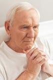 Vieil homme dans l'hôpital Photos stock