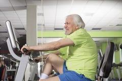 vieil homme de gymnastique Photos libres de droits