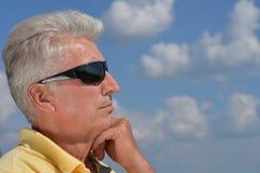 Vieil homme et ciel Images stock