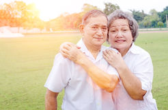 Vieil homme et femme de couples asiatiques Images stock