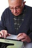 Vieil homme et machine à écrire Photo libre de droits