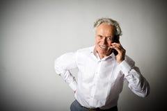 Vieil homme et téléphone intelligent Photos stock