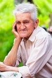 Vieil homme extérieur photographie stock libre de droits