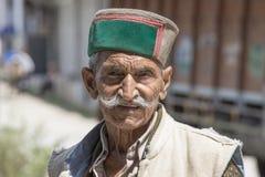 Vieil homme local dans Manali, Inde Image stock