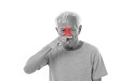 Vieil homme malade, écoulement nasal Image stock