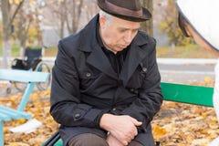 Vieil homme seul déprimé Photographie stock libre de droits