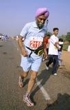 Vieil homme sikh au marathon,   Image libre de droits