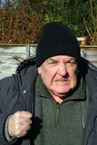 Vieil homme très fâché. Photographie stock