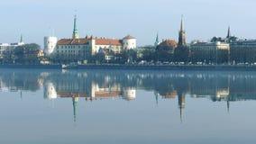 Vieil horizon de ville de Riga banque de vidéos