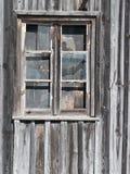 Vieil hublot en bois de grange Images stock