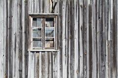 Vieil hublot en bois de grange Photos stock