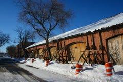 Vieil immeuble de brique en danger de l'effondrement Photographie stock libre de droits