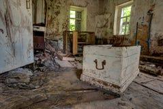 Vieil intérieur abandonné de maison de Chambre de cottage Photos libres de droits
