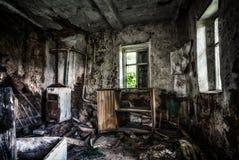 Vieil intérieur abandonné de maison de Chambre de cottage Photo stock
