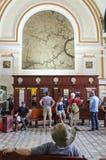 Vieil intérieur de bureau de poste du Vietnam Photos stock