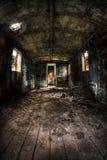 Vieil intérieur de chariot avec s'imposer léger photo libre de droits
