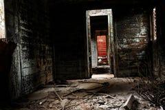 Vieil intérieur de chariot avec s'imposer léger photo stock