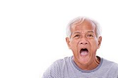 Vieil l'homme choqué, stupéfait, malheureux avec des surfer's observent ou pterygi Image libre de droits