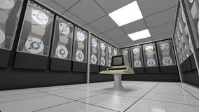 Vieil ordinateur dans une rétro salle de matériel Photographie stock libre de droits