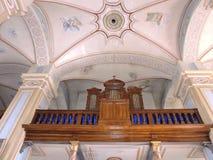 Vieil organe dans l'église, Lithuanie photographie stock