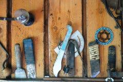 Vieil outil sur le mur Image libre de droits