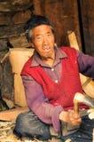 Vieil ouvrier au Népal Photos stock