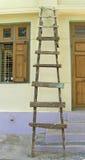 Vieille échelle en bois Photographie stock