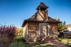 Vieille école et église en Torrey Utah Image stock