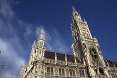 Vieille église dans la ville image libre de droits