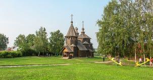 Vieille église en bois dans Suzdal, laps de temps de la Russie banque de vidéos