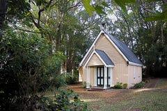 Vieille église en bois de pays Image stock