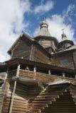 Vieille église en bois russe Images libres de droits