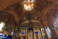 Vieille église intérieure en montagnes de Rarau, Roumanie Image stock