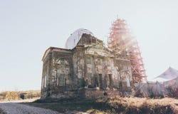 Vieille église orthodoxe abandonnée L'architecture européenne antique photo stock