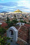 Vieille église sur le fond des montagnes Likavitos Images stock