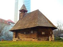 Vieille église traditionnelle en bois de Maramures Image stock