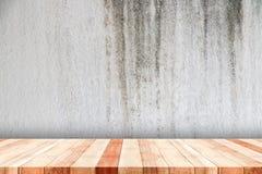 Vieille étagère en bois Photographie stock libre de droits