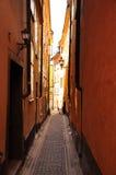 Vieille allée de towm de Stockholm, Suède. images libres de droits