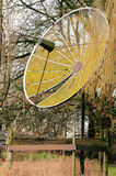 Vieille antenne parabolique Photographie stock
