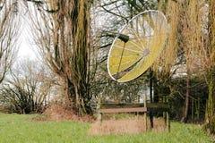 Vieille antenne parabolique Images stock