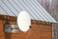 Vieille antenne parabolique photographie stock libre de droits