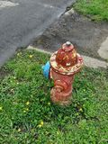 Vieille antiquité bleue jaune rouge de bouche d'incendie photos libres de droits