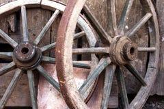 Vieille antiquité de roues de chariot Photo stock