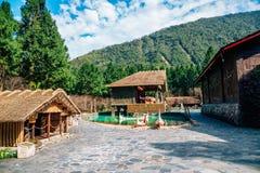 Vieille architecture au parc à thème indigène formosan de village de culture dans Nantou, Taïwan photographie stock